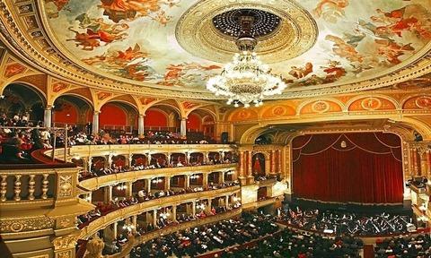 mot-vong-quanh-nha-hat-vienna-state-opera-house-770x462