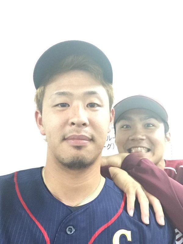浅村さん、黒髪に染めヒゲを剃る
