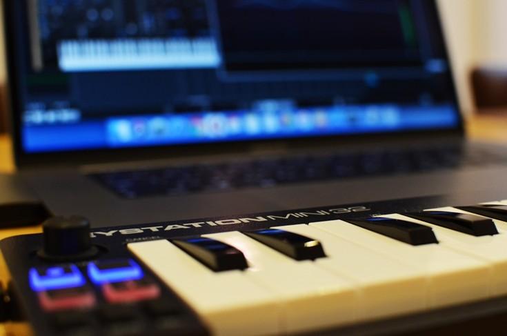 持ち運びしやすくタッチが良いMIDIキーボード、M-Audio「KeyStation MINI32」レビュー