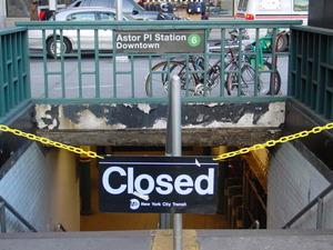 地下鉄駅封鎖