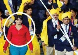 ロンドン五輪 あいつ誰だよwww インド選手団にちゃっかり紛れ込んでた女性の堂々たる  行進動画!