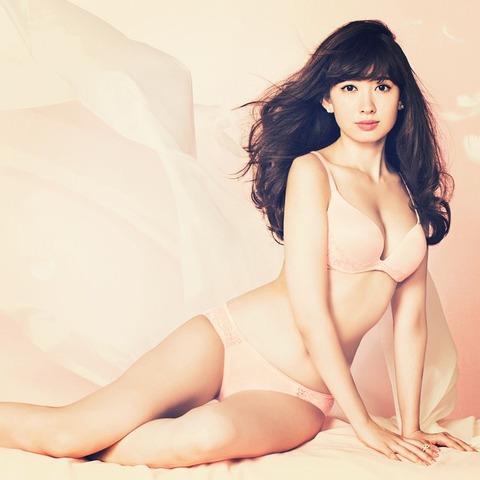 小嶋陽菜(26)の下着姿