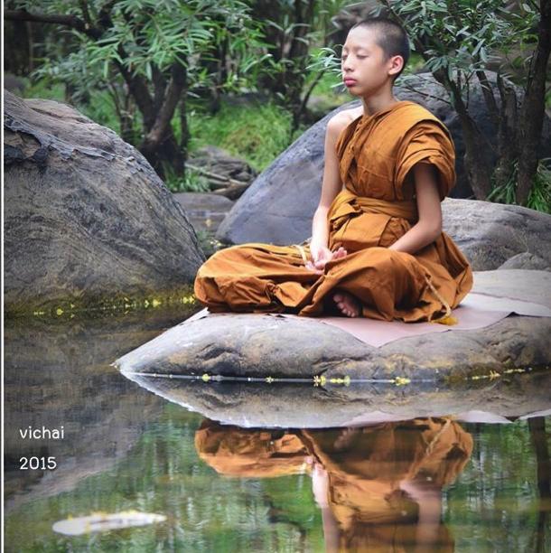 サーマネーン川の傍にて瞑想  Vichai