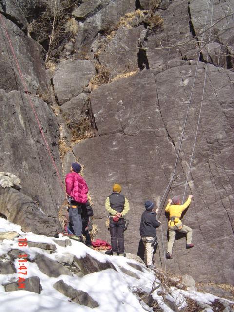 練習岩でウオームアップ