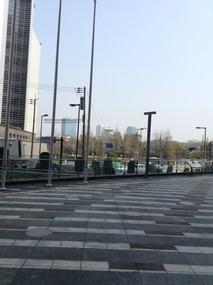 遠くに大阪城