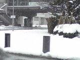 雪で歩道が