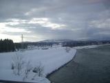 雪、鉛色の空