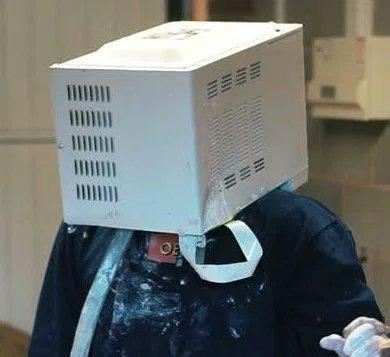 【!?】YouTuberが頭を電子レンジに突っ込んでセメントで固めて脱出不能になる事件が発生!!!!!!