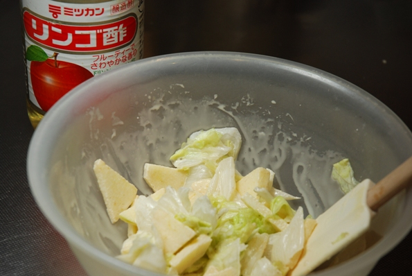 ★うさぎ食堂へようこそ★-リンゴと白菜のサラダ