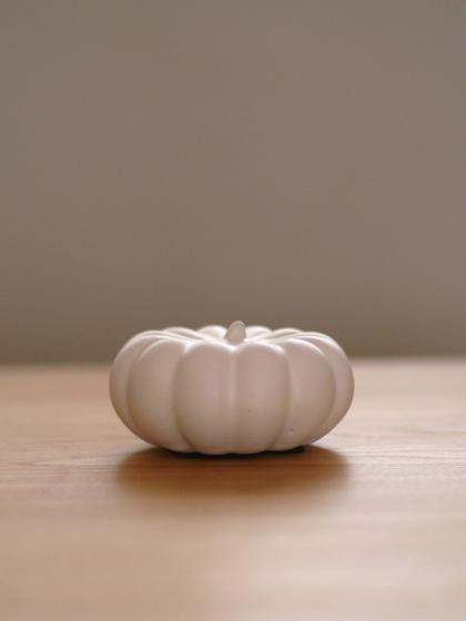 af8bec6b5c 白いかぼちゃ+黒いプケッティで、ハロウィン気分のダイニング