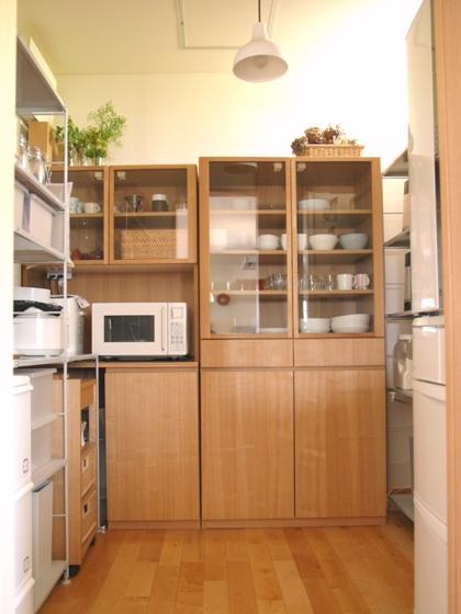 実は左の棚は造り付けのもの。 どっちも無印?ってくらい同化してる(笑)。