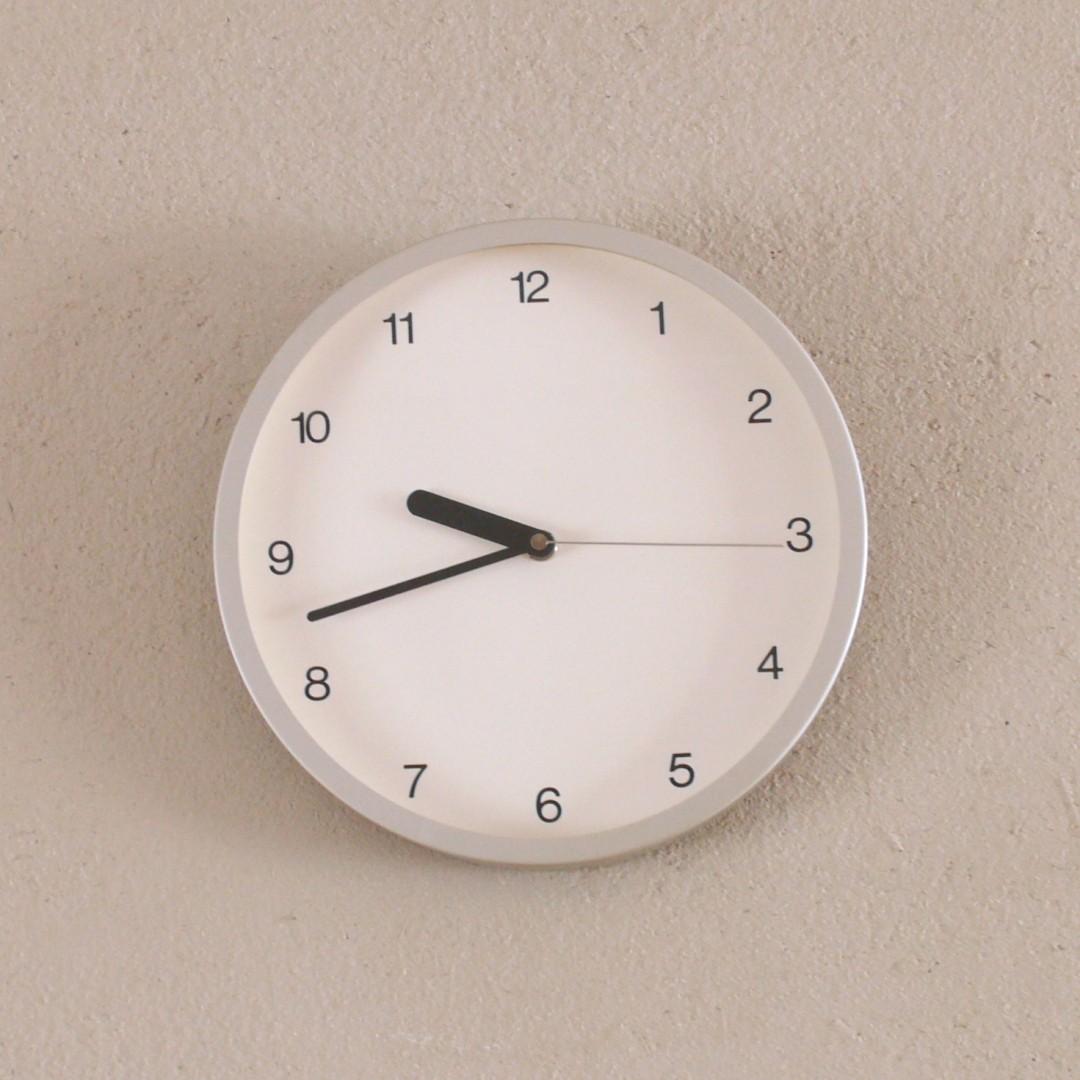 いつ購入したのか、いくら考えてもわからないくらい前に購入した、 無印良品の掛け時計です。