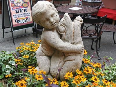049-hug
