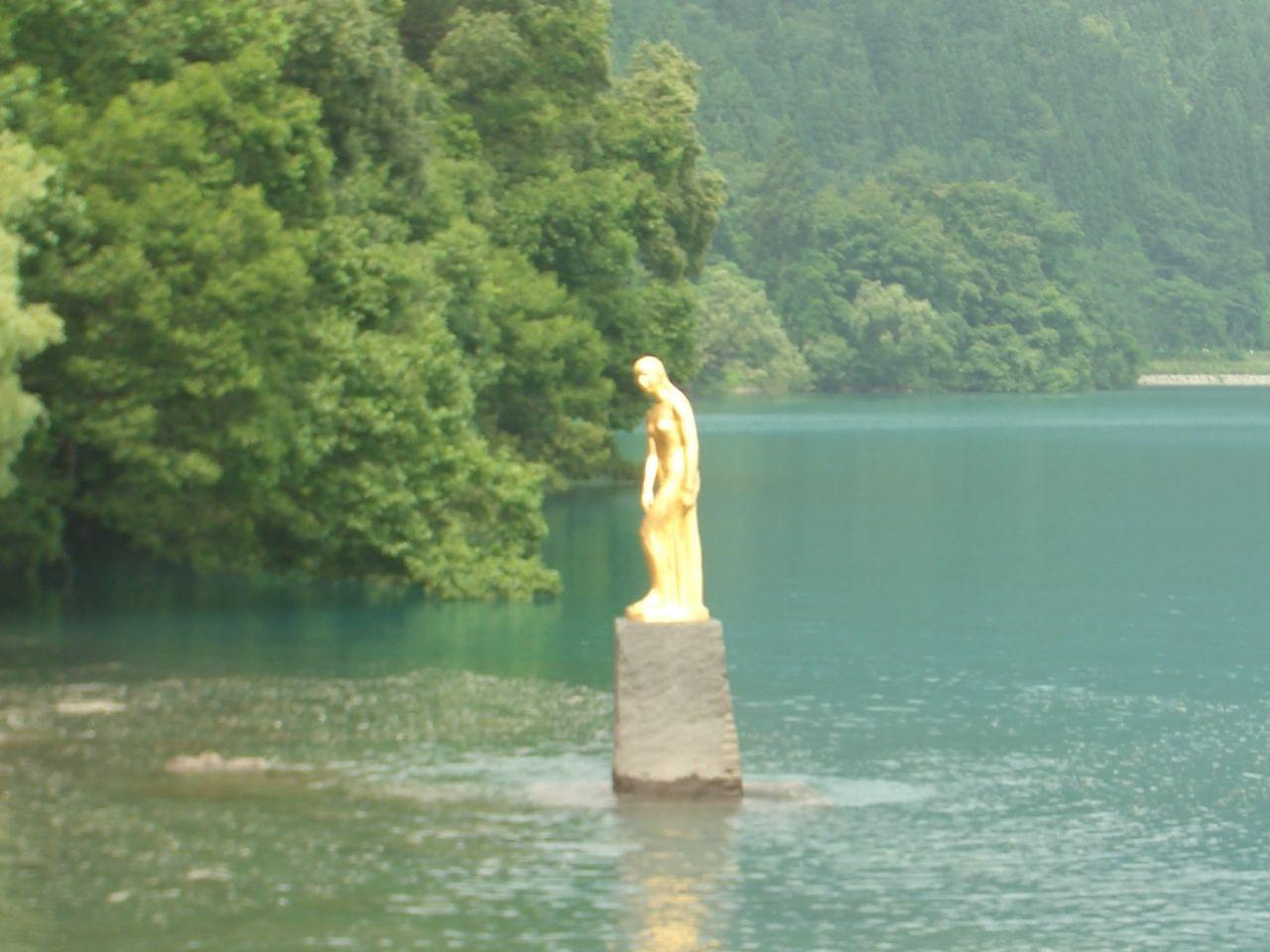 2013/8/13(火) 田代湖 たつこ像 ...