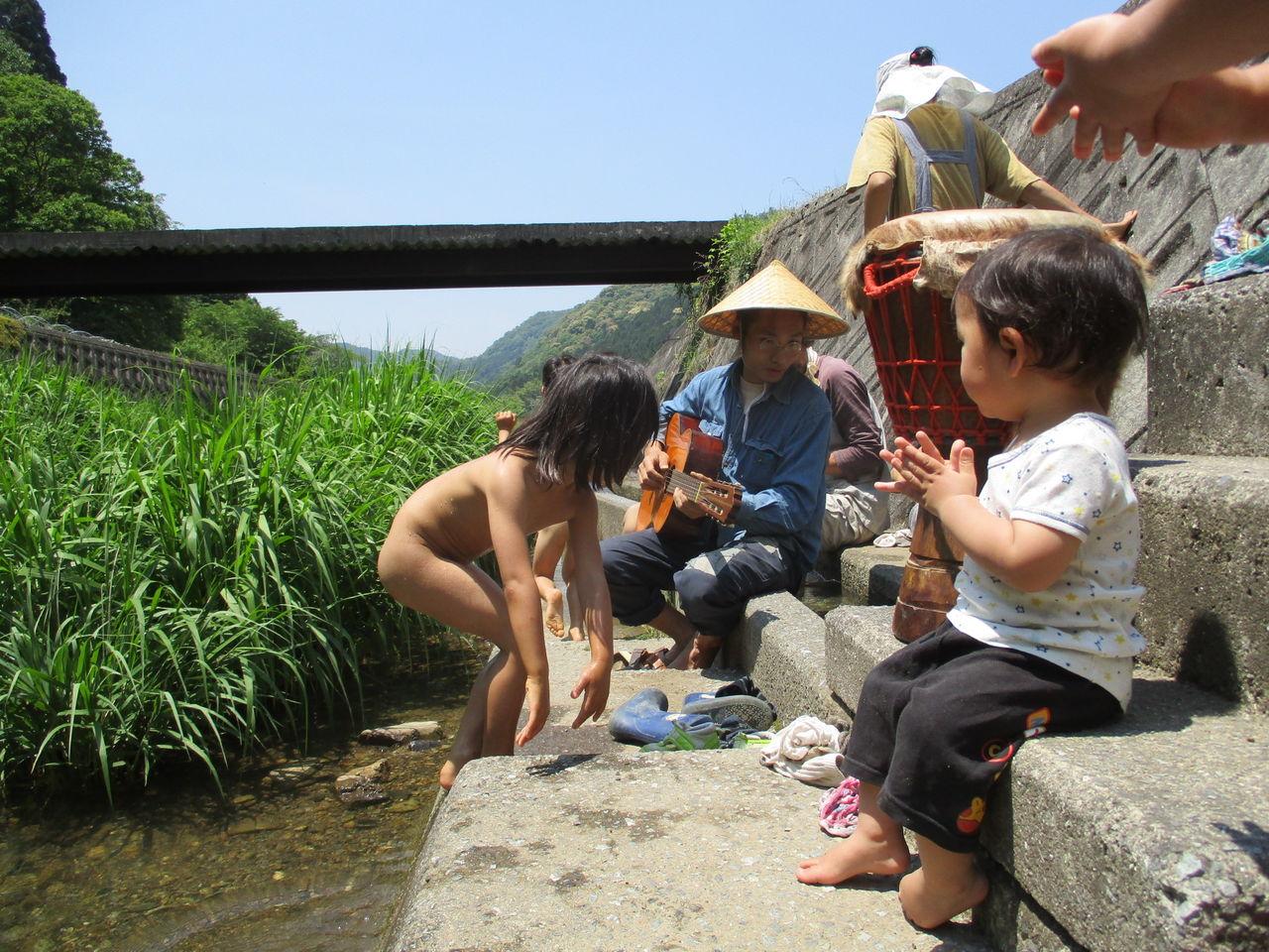 子ども 水遊び 裸 水遊びしました: 宝陽幼稚園 ~子どもの横顔~