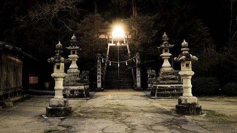 shrine-2379047_640 (1)