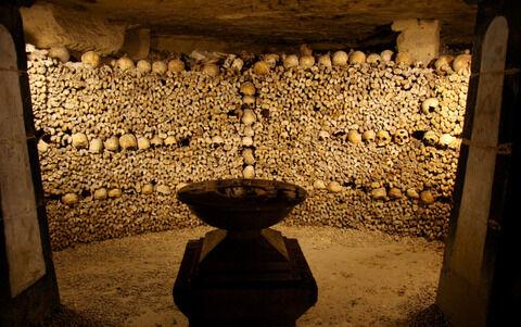 Paris_Catacombs_Crypt_of_the_Sepulchral_Lamp