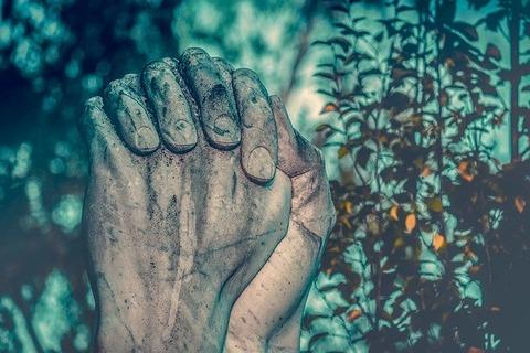 pray-3611519_640