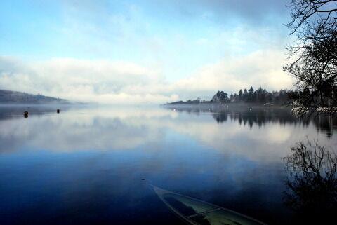 Lake_Windermere_on_a_misty_morning