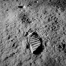 220px-Apollo_11_bootprint