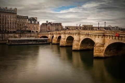 paris-3381276_640