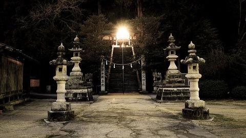 shrine-2379047_640