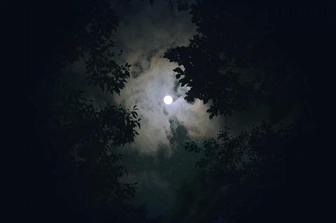 moon-1180345_960_720