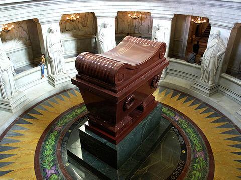 Napoleon_tomb_bordercropped