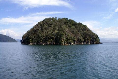 1024px-Chikubu_island01s3200