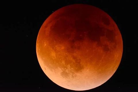 moon-2146596__340