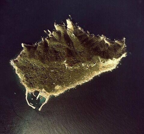 642px-Okinoshima_aerial01