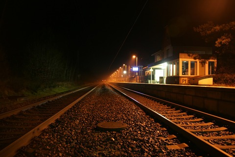 train-714507_1280