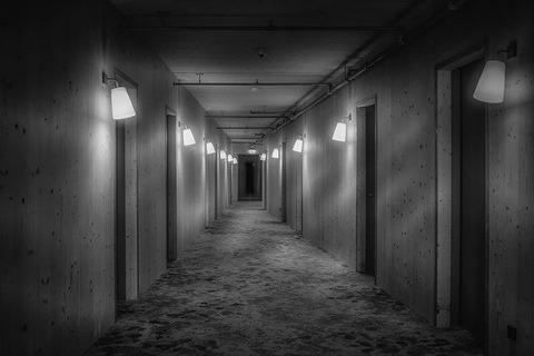 corridor-3744201_640