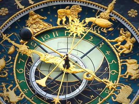 astronomical-clock-408306_960_720
