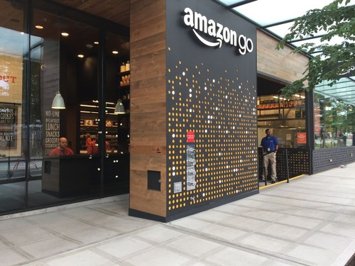 5bd4a890 s 鳴り物入りの無人店Amazon Goは万引きし放題という事実