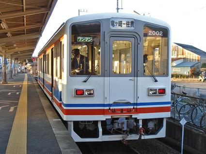 竜ヶ崎駅に停車中のキハ2000形