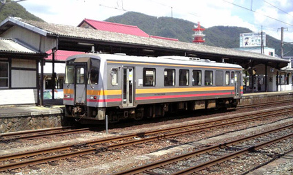 JR西日本キハ120形気動車