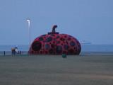 直島0223赤かぼちゃ6:30