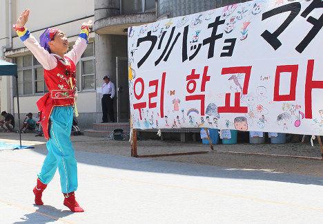 「公立学校の中に朝鮮学級を作ってください」2