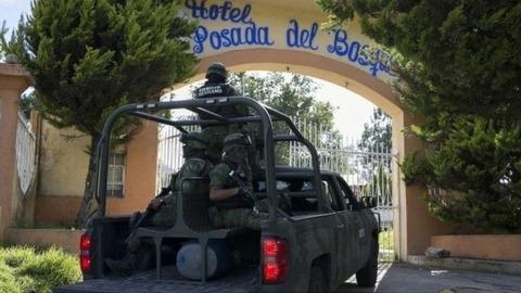 【メキシコ】地元の警察官を全員逮捕1