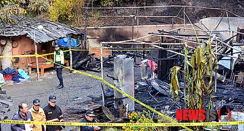 焼肉焼いて火の粉が屋根3