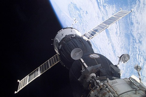 600px-Soyuz_TMA-1_at_the_ISS