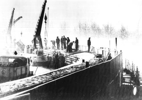Berlin_Wall_1961-11-20