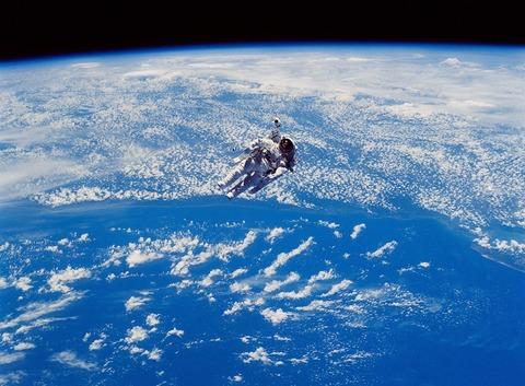 astronaut-893388_1920