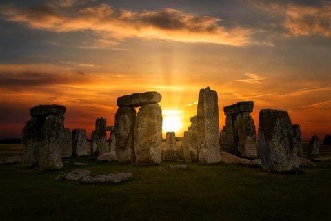 stonehenge-4614639_640