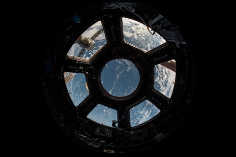 iss-1030777_1920