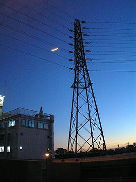 270px-電磁波を発生させる高圧線P8107353