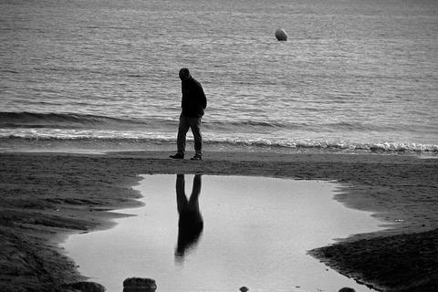 loneliness-2317414__480