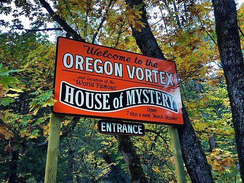 480px-Entering_the_Oregon_Vortex_(6275492718)