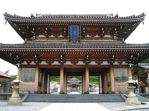 520px-Sanmon_Gate_of_Bodai-ji_Temple_at_Mount_Osore
